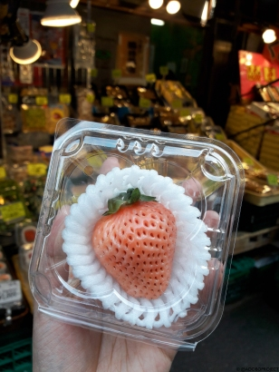 white strawberry (JPY 300)